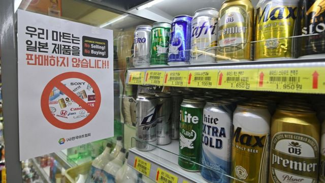 Sign in a grocery shop in Seoul written in Korean saying